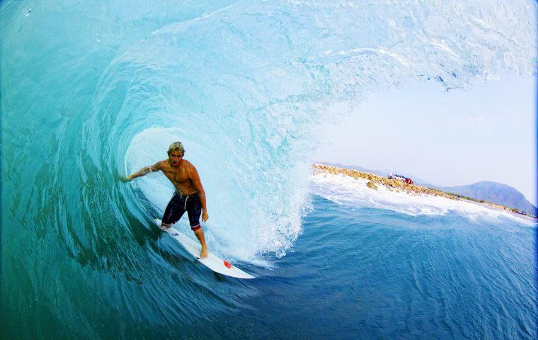 Auf Wellenlänge – Interview mit Surf-Fotograf Alex Laurel