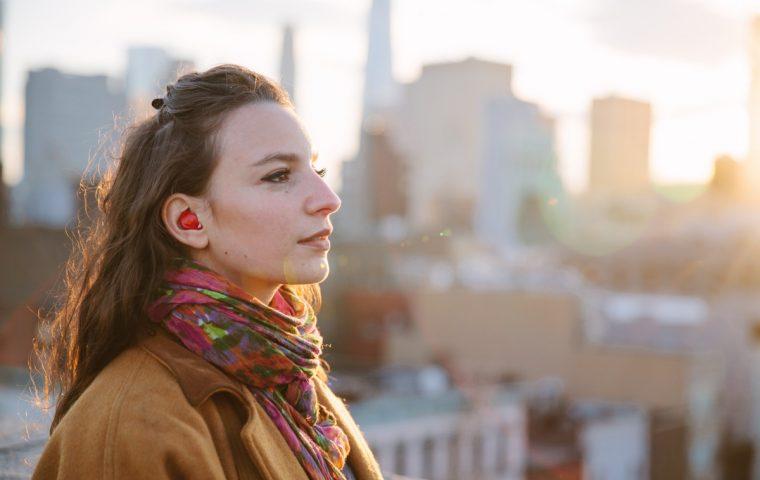 Fremdsprachen adé: Dieser kleine Kopfhörer soll Fremdsprachen in Echtzeit übersetzen
