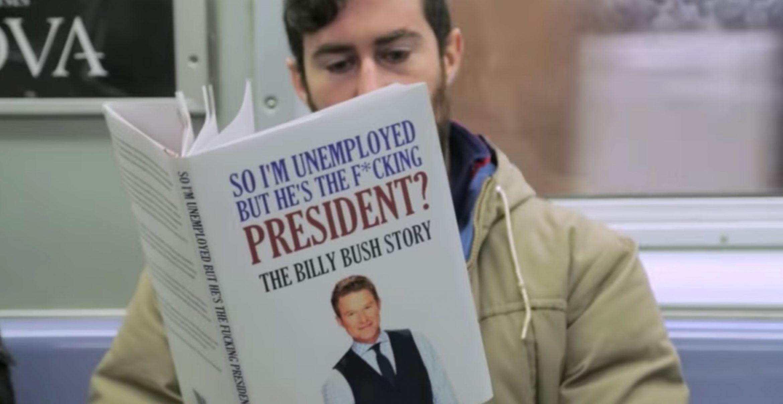 """""""Trump that Book"""": Neue Fake-Bücher in der New Yorker U-Bahn sorgen für irritierte Blicke"""