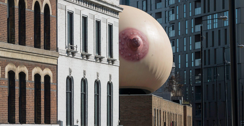 """Brüste über London: Mit dieser Installation wirbt """"Mother London"""" für öffentliches Stillen"""