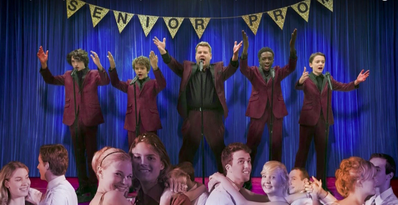 """Stranger Things Cast und James Corden rocken die Bühne als """"The Upside Downs"""""""
