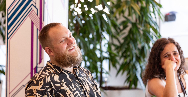 Dieser Comedian bietet Standup-Workshops an – und Microsoft hat schon zugeschlagen