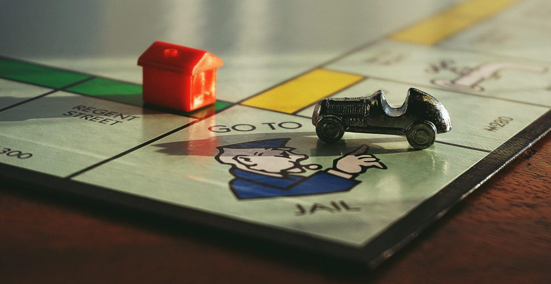 Monopoly goes KI: Wie ein Voice Speaker Bargeld ersetzt