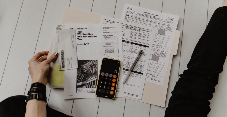 Fünf Experten-Tipps, wie Freelancer*innen die Kontrolle über ihre Finanzen behalten können