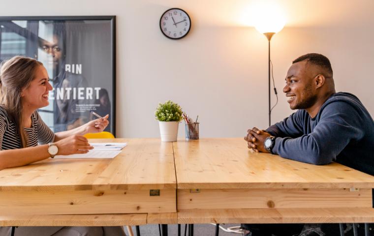 Social-Bee: Wie ein soziales Startup Geflüchteten zur Arbeit verhilft