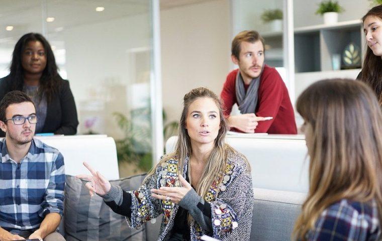Mit diesen fünf Tipps bleibt ihr sowohl im Büro als auch im Homeoffice mit dem Team connected