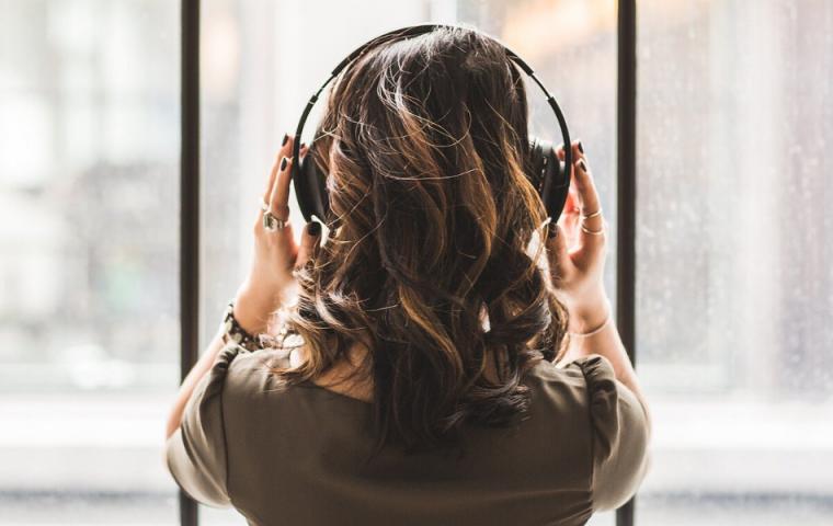 Zehn neue Podcasts gegen Langeweile in der Isolation