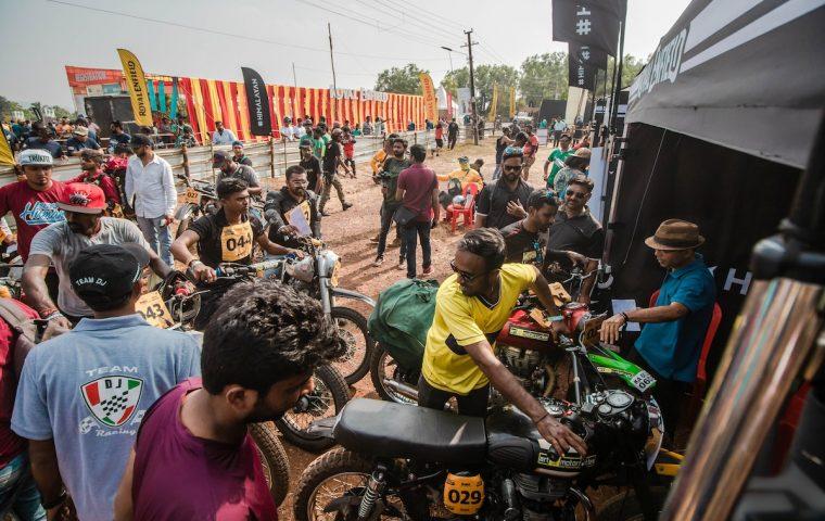 Auf einer Goa-Party ohne Techno, dafür mit Bikes und mutigen indischen Frauen