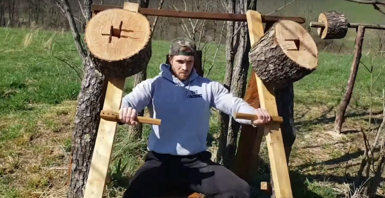 Fitnessstudio geschlossen: US-Amerikaner baut sich ein Gym komplett aus Holz