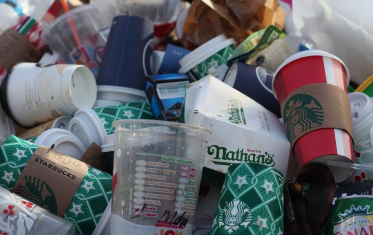 Startup entdeckt fast vergessenes Enzym wieder, das Plastik effizient recycelt