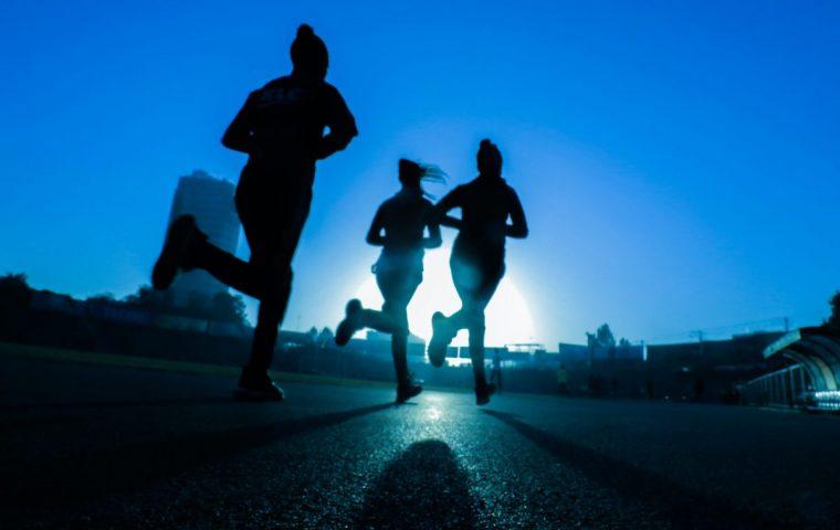 Dr. Paul Schmidt-Hellinger erklärt, worauf man beim Joggen achten sollte