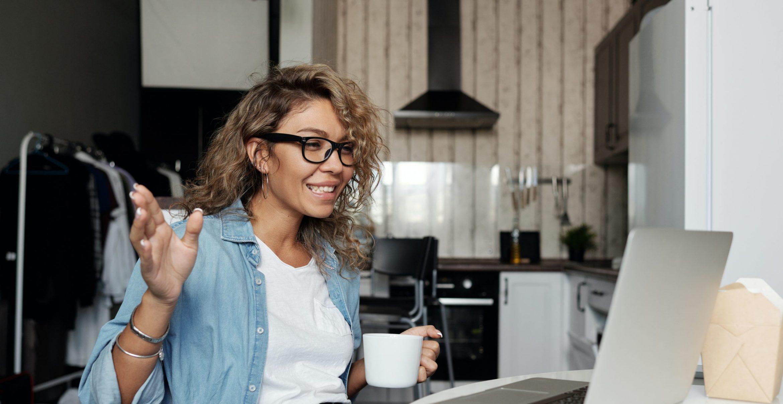 Vier Tipps, wie man neue Arbeitskräfte über Videocall einarbeitet