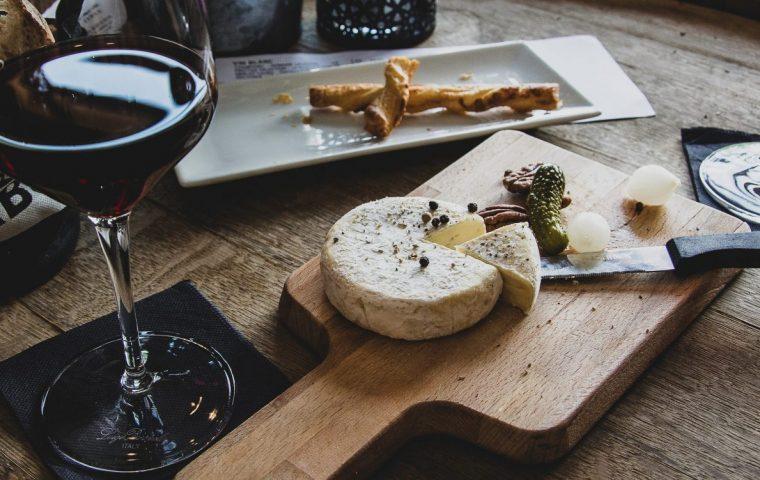 Traumjob-Alert: Werde jetzt Käse-Tester und verdiene dabei auch noch Geld