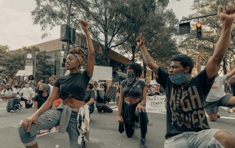 Sechs antirassistische Initiativen, die ihr unterstützen könnt