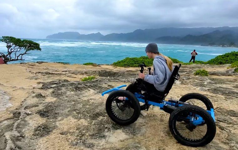 Youtuber entwickelt Offroad-Rollstuhl für seine Frau, stellt ihn jetzt in Serie her