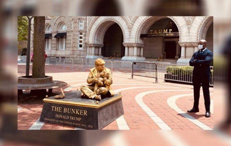 Ein Narzisst, Feigling und Gefährder: Statuen zeigen Trump, wie er wirklich ist