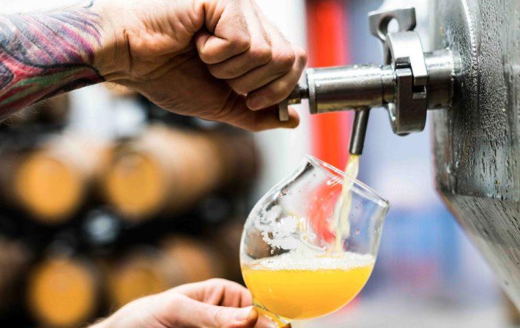 Bier wird wegen Corona-Lockdown schlecht: So innovativ reagieren Brauereien aus vier Ländern