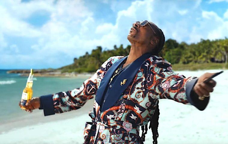 Snoop Dogg poliert das beschädigte Image von Corona auf – also der Biermarke