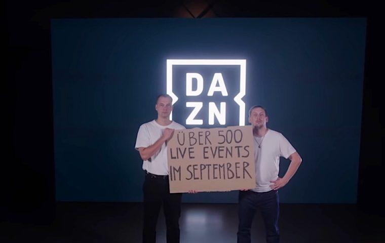 Zwei Rapper bieten ihr Musikvideo als Werbefläche an und verdienen 16.000 Euro