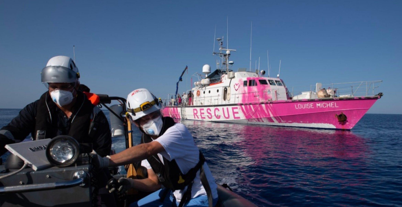 Banksy sponsert Sea Watch ein bemaltes Schiff zur Rettung von Menschen auf dem Mittelmeer