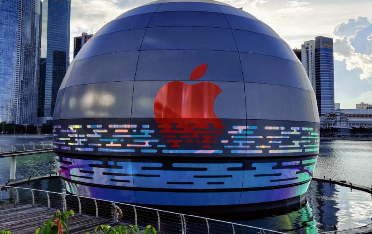 Erster schwimmender Apple-Store eröffnet in Singapur