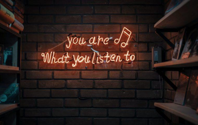 Fünf inspirierende Podcasts, die Mut machen und beweisen, dass sich ein Neustart lohnen kann