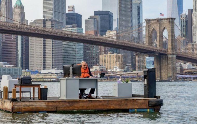Office with a view: Dieses schwimmende Büro in New York ist der Inbegriff von Social Distancing