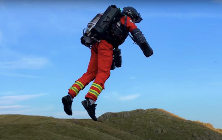 Fliegende Sanitäter*innen: Britische Bergrettung testet Jetsuit aus