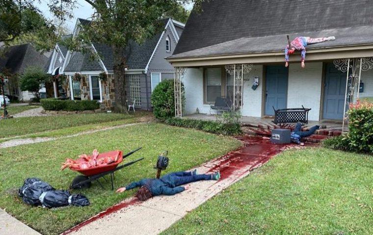 Halloween-Fan übertreibt es mit Hausdekoration komplett und löst mehrere Polizeieinsätze aus