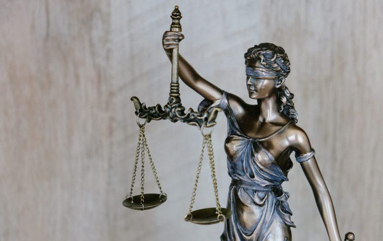 Justizministerin legt Gesetzestext in generischem Feminimum vor – das Bundesinnenministerium reagiert empört