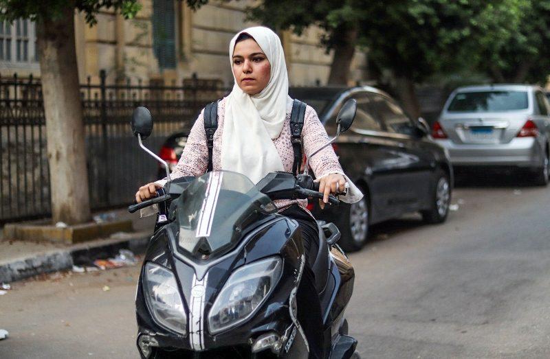 Wie zwei Frauen auf Rollern Kairos Straßen erobern und dabei gegen Gender-Stereotype ankämpfen