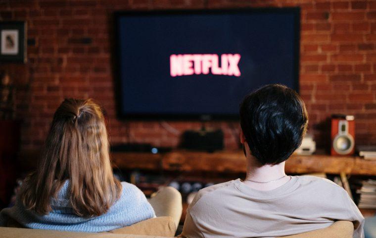 Studie zeigt: Serien auf Netflix & Co. sind diverser als TV-Formate, aber immer noch zu männlich