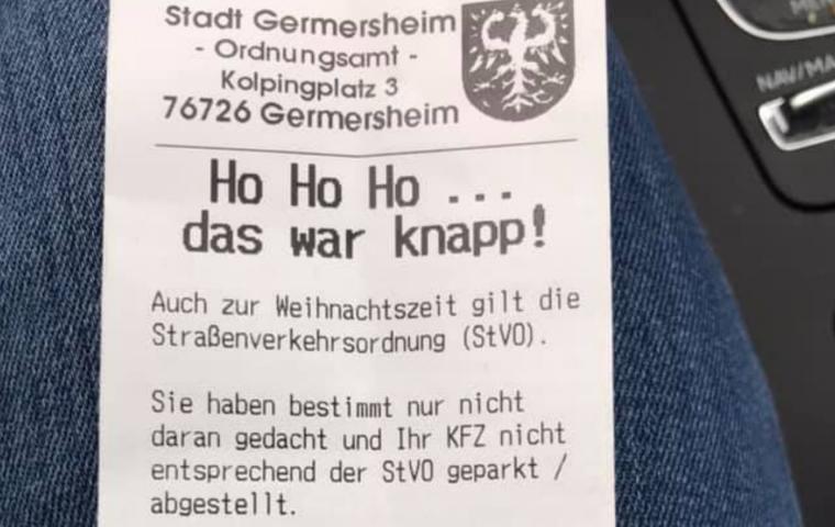 Gemeinde verteilt Weihnachtsgrüße statt Knöllchen fürs Falschparken