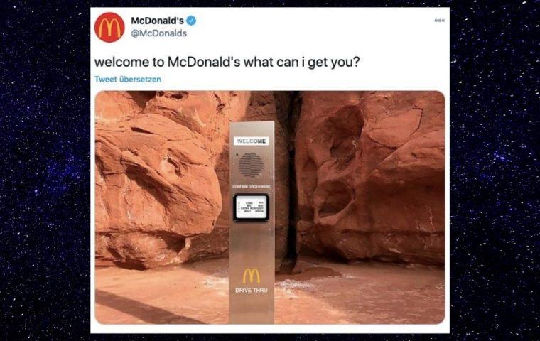 Monolith taucht in Wüste auf – McDonald's reagiert gekonnt und wirft Photoshop an