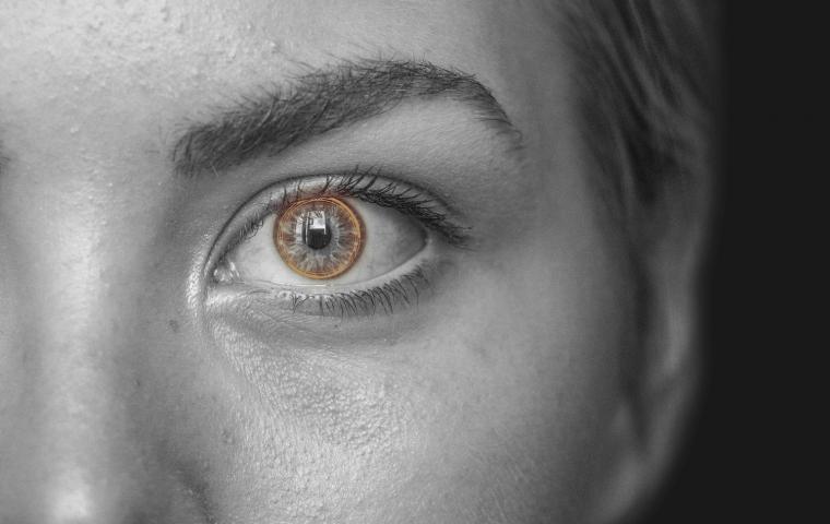 Mit dieser smarten Kontaktlinse kann man Fotos machen und zoomen