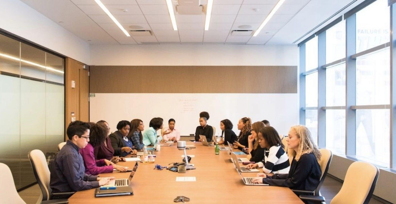 Entscheider: Sollte man Vorgesetzten im Meeting widersprechen?