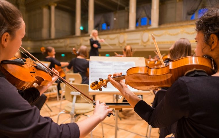 Frankfurts Kammerphilharmonie spielt live bei euch im Treppenhaus
