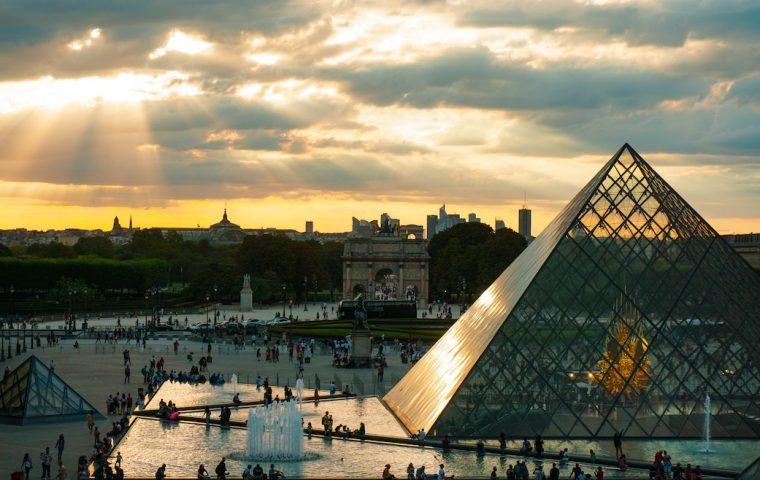 Das Louvre hat jetzt seine gesamte Kunstsammlung online gestellt