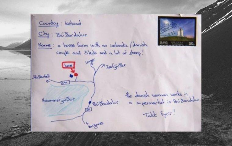 Statt Adresse: Tourist:in malt Wegbeschreibung auf einen Brief