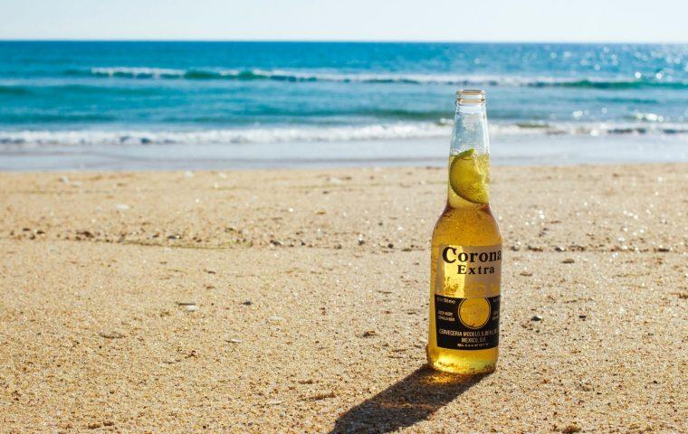 Corona-Bier setzt auf nachhaltige Verpackung aus Gerste