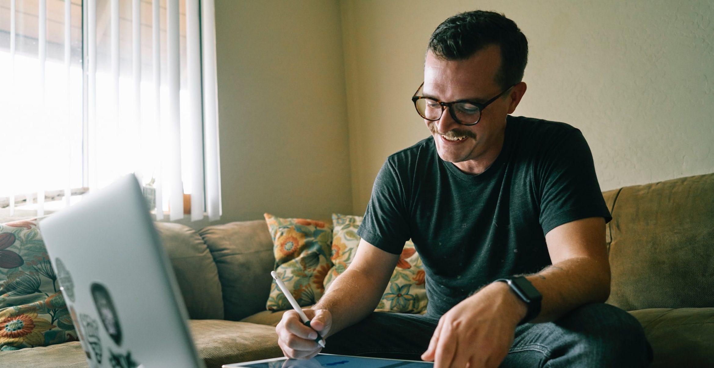 Remote Work bei der Jobsuche: Ein Recruiting-Experte verrät die Vorteile davon