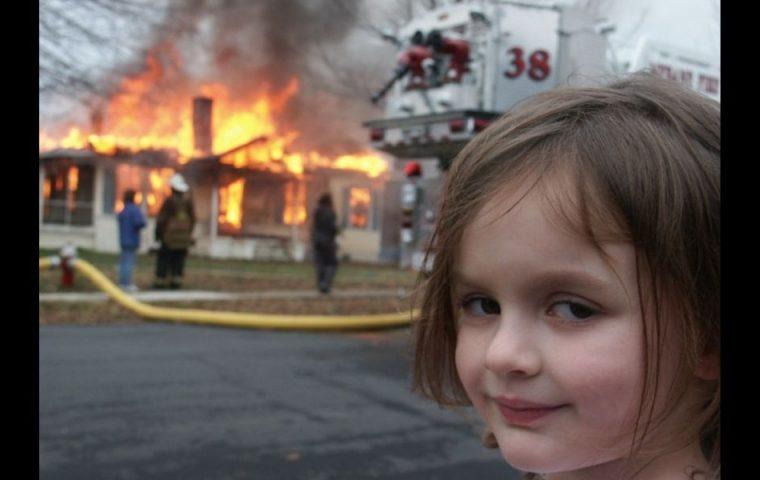 """""""Disaster Girl""""-Meme: Originalbild wird für 340.000 Euro versteigert"""