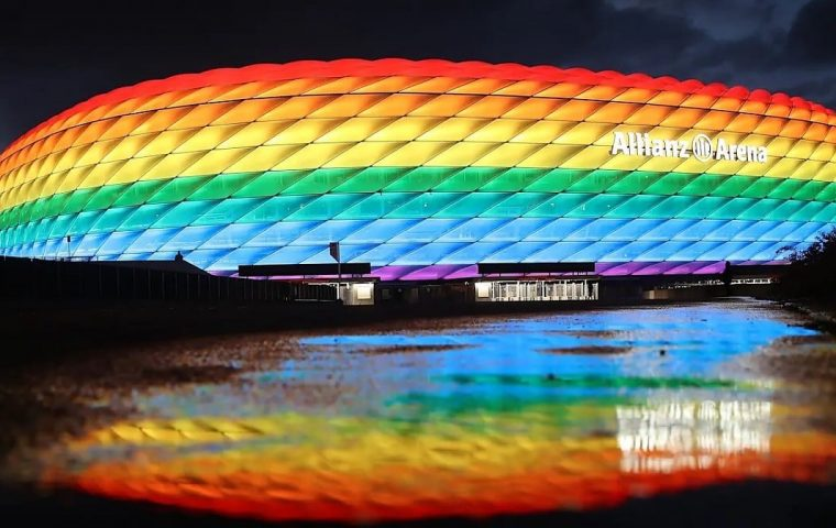 Zehn Ideen um beim EM-Spiel trotz Leuchtverbot Flagge zu bekennen
