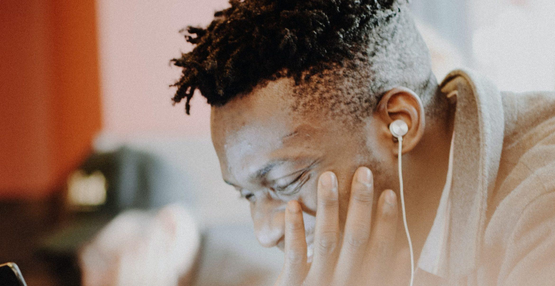 Von Montags-Melancholie bis Freitags-Feierei: Der Office-Soundtrack für eure Woche