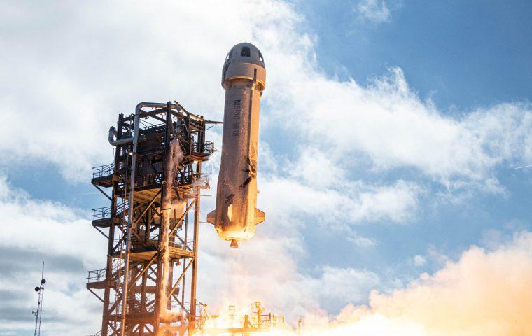 So reagiert das Internet auf Jeff Bezos Weltraumfahrt