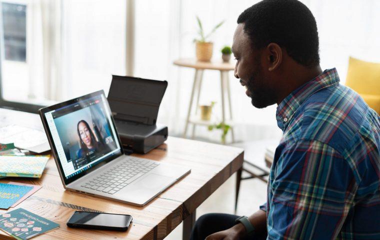 Bewerbungsgespräche in Zoom-Zeiten: Wie überzeugt man im Call?