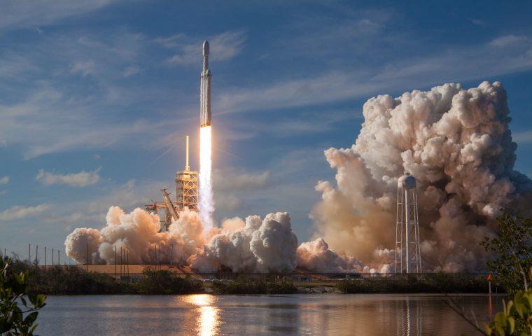 Karriere im Weltraum: SpaceX sucht Barkeeper:innen