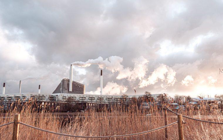 """""""Copenhill"""": Auf diesem sauberen Kraftwerk in Kopenhagen kann man Ski fahren"""